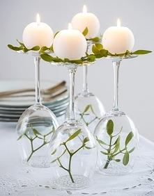 Dekoracja na stół z kieliszków do wina