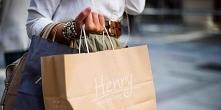 Zakupy minimalistki, to taki krótki poradnik a może i lista przykazań jak kupować z głową. Odkąd bardziej zagłębiłam się w nurt minimalizmu całkowicie zmieniło się moje podejści...