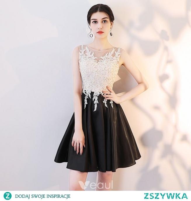 Piękne Czarne Sukienki Koktajlowe 2019 Princessa Wycięciem Z Koronki Aplikacje Rhinestone Bez Rękawów Krótkie Sukienki Wizytowe
