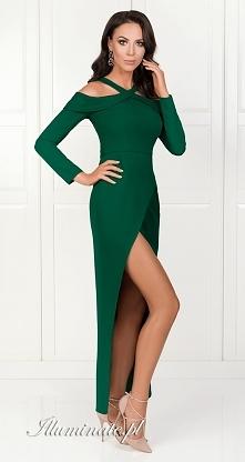 Długa sukienka w pięknej na...