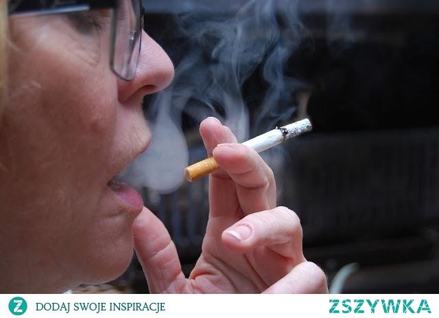 W rzucaniu palenia bardzo pomocna jest odpowiednia dieta. Jeśli będziemy jeść i pić odpowiednie produkty, będzie nam łatwiej pozbyć się nałogu.