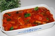Forszmak  350 g schabu bez kości 1 kiełbasa (dałam podwawelską) 2 łyzki masła klarowanego 2 szklanki wody 1 cebula 1 łyżka mąki pszennej 3 łyżki przecieru pomidorowego 2 średnie...