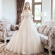 Ta suknia jest cudowna...