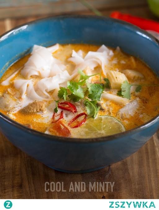 tajska zupa z kurczakiem i boczniakami