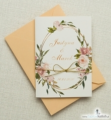 Geometryczne zaproszenia ślubne z kwiatami.
