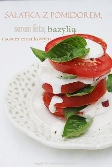 Sałatka z pomidorami i serem feta