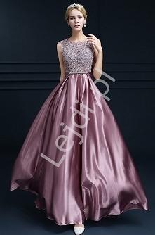 Długa satynowa suknia z kor...