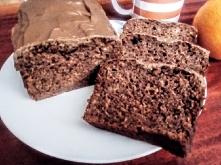 Szybkie ciacho bananowe z kakao. Składniki -110 g oleju -1 szklanka cukru ( można zmniejszyć ilość, bo jest dość słodkie ) -2 łyżki kakao -2 roztrzepane widelcem jajka -4 dojrza...