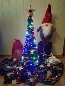 własnoręcznie robiona choinka z szyszek. dekoracje świąteczne.