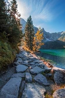 Morskie Oko  Największe jezioro w Tatrach, położone w Dolinie Rybiego Potoku ...
