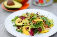 Sałatka z mango i awokado  ...