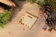 Podstawka do choinki klasycznej.  Podstawka jest dodatkiem do choinki klasycznej, która może stanowić świecznik na tealighty.