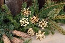 Śnieżynki.  Śnieżynki laserowo wycinane w sklejce, do zawieszenia na choince, doskonałe jako bożonarodzeniowa ozdoba. Mogą być wykorzystane również do przyozdobienia świątecznyc...