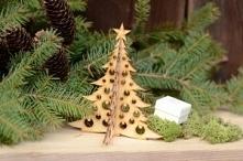 Choinka składana z bombkami.  Choinka składana z wyciętymi bombkami – stojąca bożonarodzeniowa ozdoba. Może być wykorzystana jako stojak na kolczyki oraz do dekoracji świąteczny...