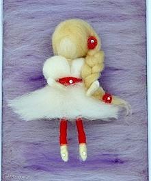 Wróżka balerina tańcząca wśród lawendy. Obraz dekoracyjny.