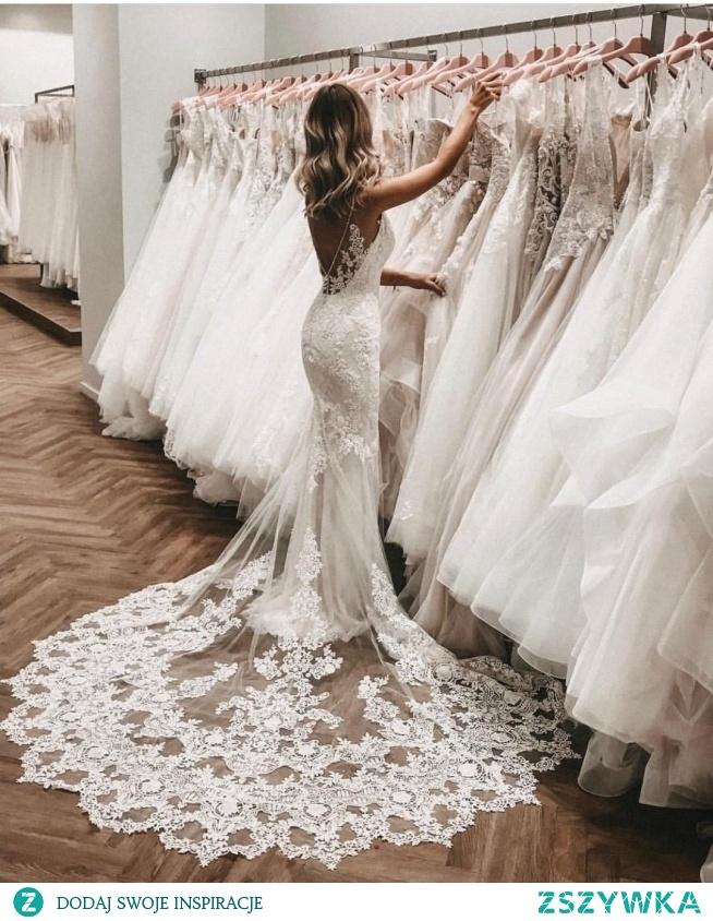 dziewczyny co sądzicie na temat tej sukni ? Proszę o szczere opinie, wybór jest tak duży :/