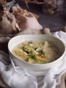 Zupa serowa z kalafiorem i brokułami / Cheesy cauliflower and broccoli soup