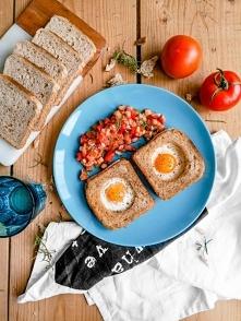 Jajka sadzone w tostach z p...