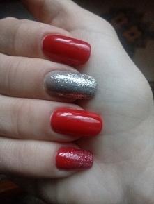 Uwielbiam czerwień na pazno...