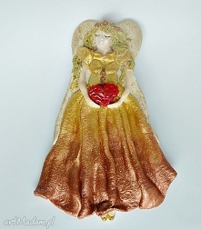 Złoty anioł z czerwonym serduszkiem z kolekcji Weihnachten.
