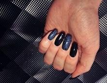 black nails*