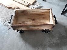 kolejny zrealizowany projekt;-)drewniana skrzynka na kółkach.
