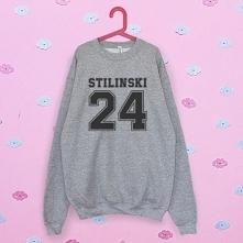 Bluza stilinski to idealny prezent dla każdego fana serialu Teen Wolf. Dołącz...