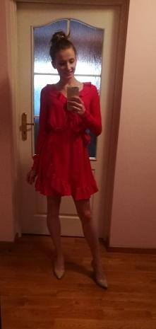 Czerwona sukienka od Semselnehara z 24 stycznia - najlepsze stylizacje i ciuszki