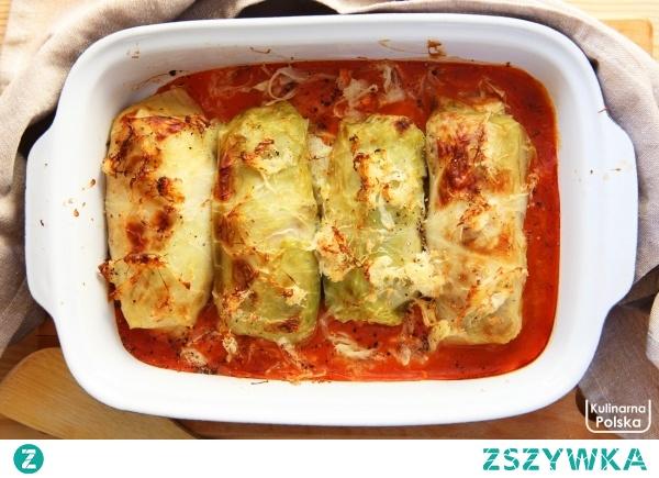 Jeszcze lepsze gołąbki: zapiekane z kapustą kiszoną i sosem pomidorowym