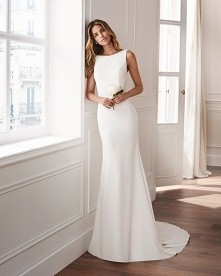 Moja suknia na odświeżenie zawarcia małżeńskiego. Nie robi krzyku, ani hałasu jak dla mnie idealna. Model Valbona-odkryte plecy.