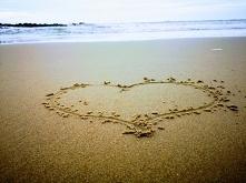 """""""Tęsknie za Tobą tak jak zawsze, ale dzisiaj było mi bardzo ciężko, bo ocean śpiewał o naszym wspólnym życiu . Niemal czuję Twą obecnośc obok siebie i zapach dzikich kwiató..."""