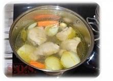Bulion, czyli podstawa do zupy;) Mięsny, warzywny, grzybowy czy z kostki? Który wybierasz?;)