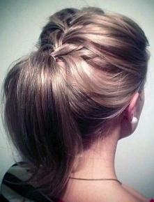fryzura na codzień upięta
