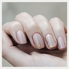 Nude nad gold
