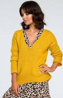 BE BK012 sweter musztardowy Luźny sweterek typu oversize podkreśli każdą Twoją codzienną stylizację, nałożony na sukienkę doda jej romantycznego charakteru, wykonany został z ni...