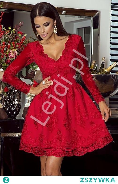 Elegancka sukienka wieczorowa z długim rękawem w przepięknym soczystym czerwonym kolorze.