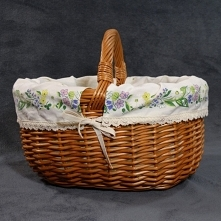 Koszyk wiklinowy z materiałem