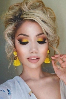 żółciutki makijaż ^^