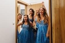 Niebieskie sukienki dla dru...