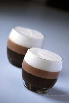 Galaretka kawowo-czekoladowa Składniki na 2 duże porcje: 2 łyżeczki żelatyny w proszku GELLWE niecała szklanka zaparzonej kawy ( u mnie rozpuszczalna Nescafe, posłodzona mocnie...