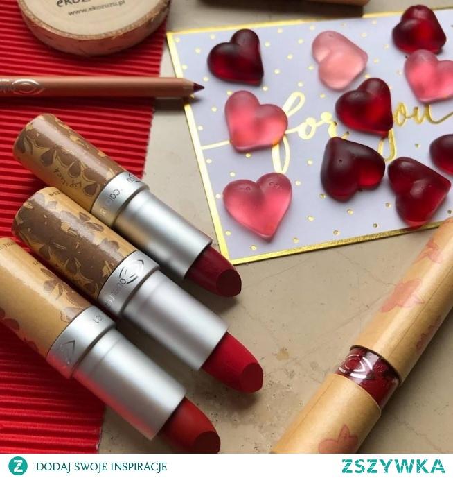 Całuśne dzień dobry przesyłamy ♥️ Czerwone #usta to dzisiaj idealny pomysł, prawda!? :) Od góry pomadki nr: 121, 122 i 263, #Błyszczyk 805 a kredka 144