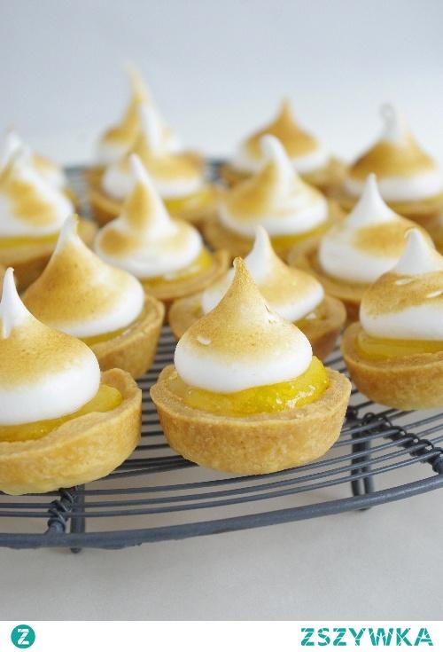 Tartaletki z lemon curd i bezą włoską