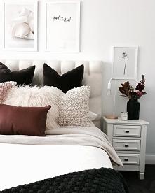 Sypialnia w bieli z czarnymi dodatkami ❤️