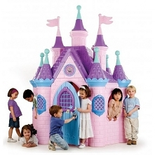 Przestronny, realistycznie wykonany pałac zabawowy z dziewięcioma wieżami i zegarem. Otwierane drzwi wyposażone w kołatkę jak w prawdziwym pałacu. Kolejnym atutem są obszerne ok...