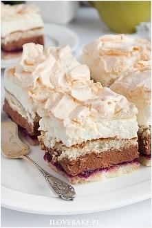 Ciasto bezowe z kremem i porzeczkami