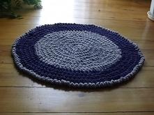 Piękny dziergany dywan ze s...