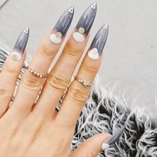 Paznokcie press on, idealnie dopasowane do każdej płytki paznokcia, duży wybór designów, jakość paznokci żelowych wykonanych w salonie, zamówienia onlne w sklepie nailroomstudio...