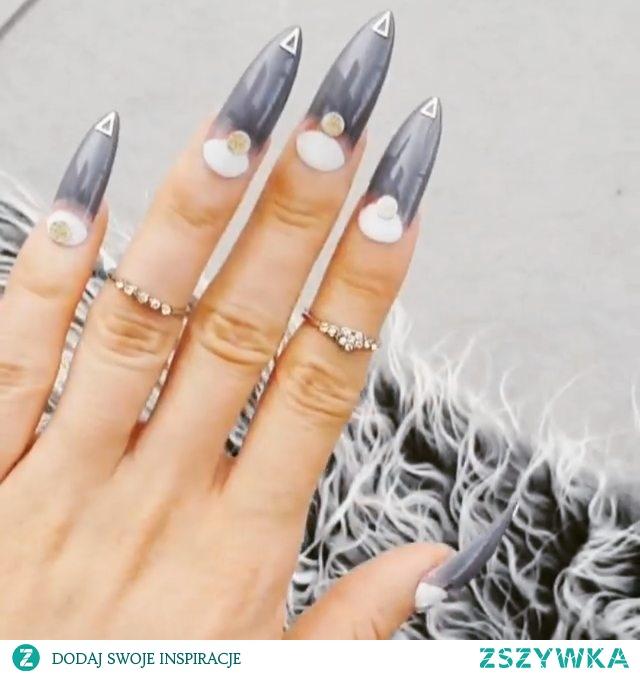 Paznokcie press on, idealnie dopasowane do każdej płytki paznokcia, duży wybór designów, jakość paznokci żelowych wykonanych w salonie, zamówienia onlne w sklepie nailroomstudio.com Instagram: @nailroomstudio by Iga Otczyk