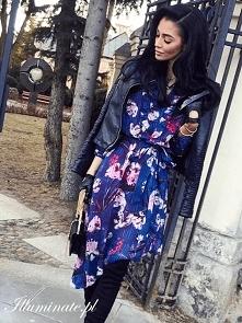 Granatowa sukienka casual z...