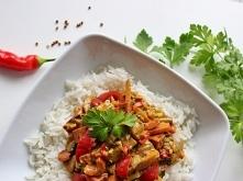Po przygotowaniu pieczonych warzyw z sosem satay z Kwestii Smaku pozostało go całkiem sporo. Co się okazało, warzywa z tofu świetnie pasują z sosem orzechowym satay. Jego orzech...